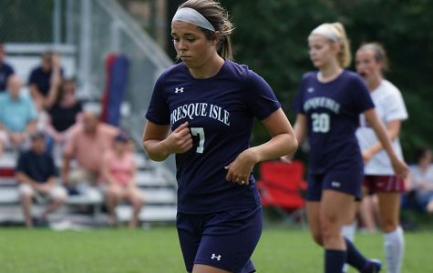 Libby Moreau '20 jogs across the field during a 2018 game.